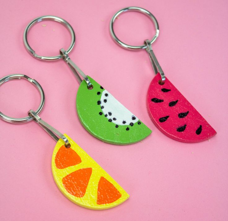 To celebrate summer and the cuteness of fruit we made these totally adorable DIY Fruit Slice Keychains that all your friends will want! Be sure to make enough to go around, because everyone will be dying for one!