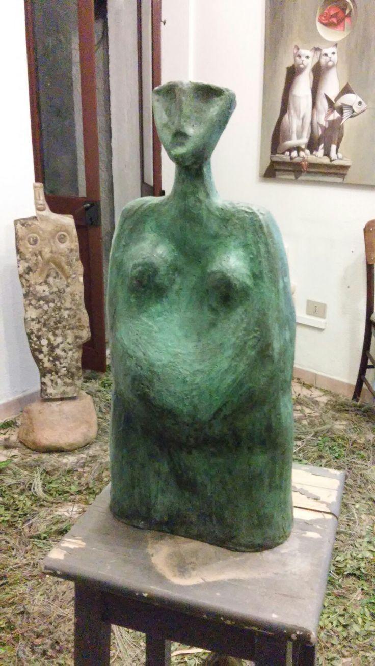 Madre mediterranea in bronzo