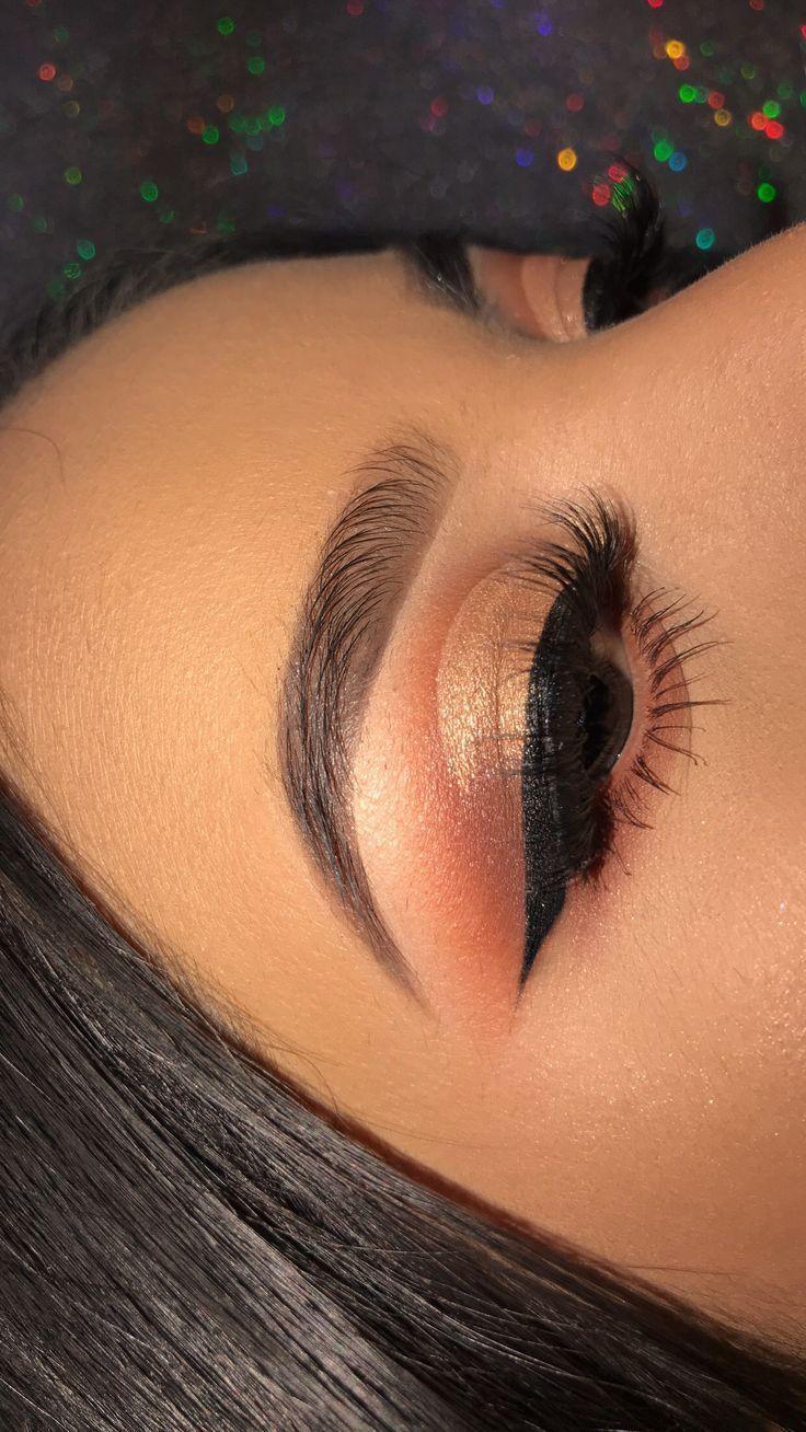 Weiches Glam-Augen-Make-up. Perfekt für jeden Anlass