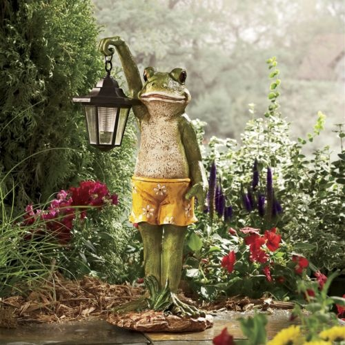 Cute little frog lantern, love his shorts!: Enchanted Gardens, Frogs I, Frogs Lights, Lanterns Lights, My Friends, Cute Frogs, Fish Ponds, Frogs Lanterns, Things Frogs