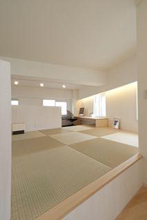 ゆるやかに間仕切る和コーナー。宙に浮いたキッチンで不思議空間!|一級建築設計 シンプルハウス(大阪・関西のリノベーション)