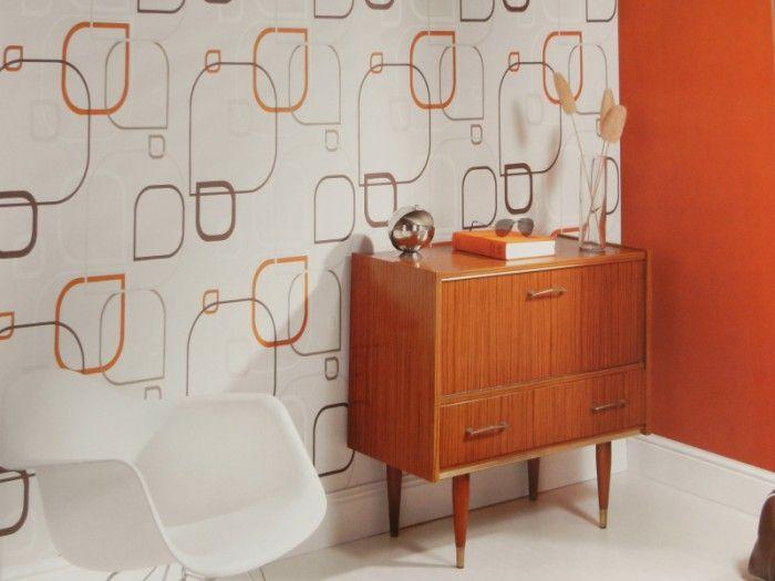 Mooi retro behang. Tof met die oranje accenten. Ideaal voor in onze eetkamer. Gevonden op behangenverf.be