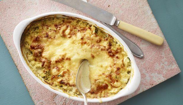 En enkel og smakfull rett som helt sikkert vil gå hjem hos barna også. Pestoen blir ikke så sterk da den blandes ut og med ost på toppen.. Mmmmm.