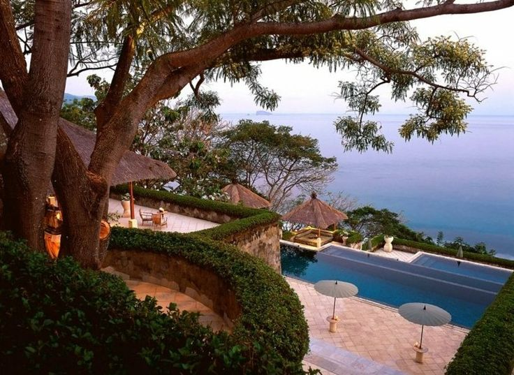 PHOTOS: 10 Breathtaking Clifftop Hotels