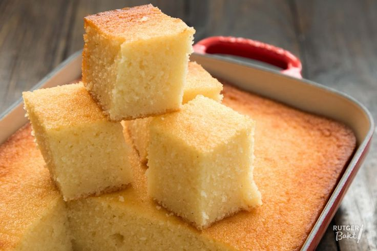 Semolina Cake (Griesmeelcake). 500g semolina, 4 eggs, 200g sugar, 250ml oil, 2 tsp baking powder, 1L vanilla custard. Beat eggs, sugar and oil in a bowl with a whisk. Add baking powder, custard and semolina and stir well. Pour the batter into the pan and place it in the middle of the oven. Bake at 175C for 1 hour or until golden brown.