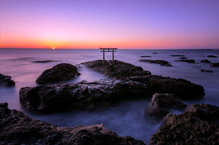 神磯の鳥居(大洗海岸・茨城県)