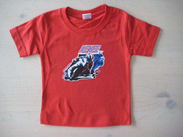 Rood t-shirt, maat 1 jaar, met race motor en je naam in full color