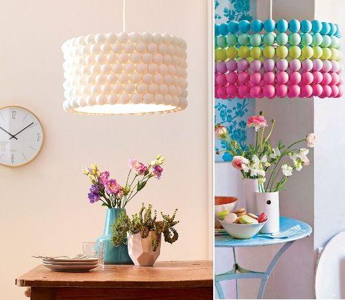 Reciclado de lámpara con pelotas de Ping pong se van pegando las pelotas con pegamento universal y luego, se deja secar y se pintas o no que muy lindo !!!