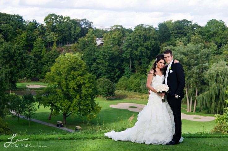 Great backgound at Glen Abbey Golf Club - Wedding Photography   Azi & Rob captured by Lisa Mark #clublinkwedding