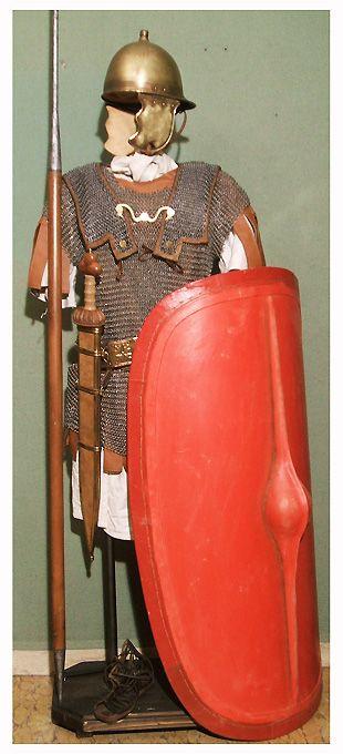 ricostruzione di equipaggiamento di legionario romano di epoca tardo-repubblicana