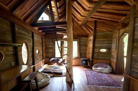 Interior of the tree house retreat.  I'm thinking slumber party with margaritas, chips and salsa with awesome tunes.  WTB