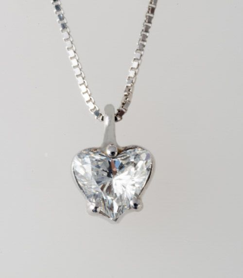ciondolo diamante taglio cuore
