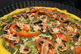 Come en Verde: Pizza de polenta y pesto verde.
