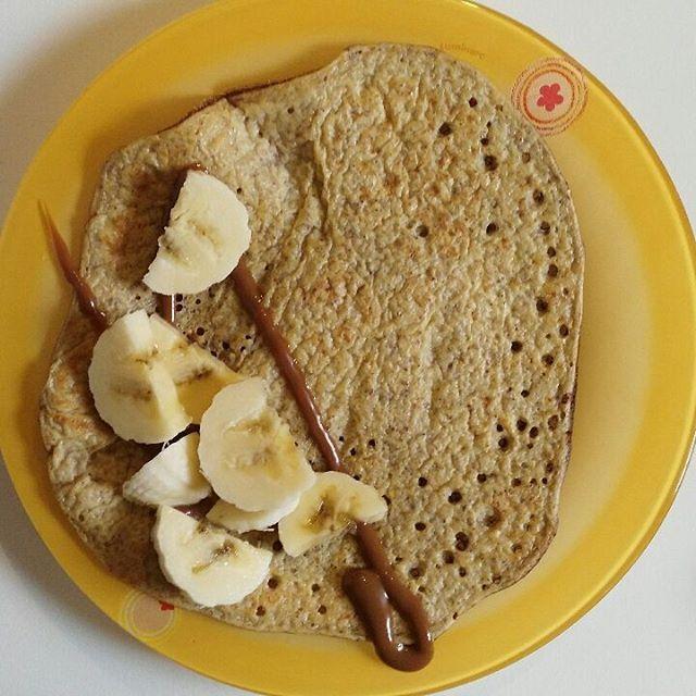 Pancake per colazione Ingredienti x 3 pancake: 1 uovo, 1 cucchiaino di xilitolo, 2 cucchiai di avena in fiocchi, 1 cucchiaio scarso di semi di lino e 2 cucchiai di yogurt fage bianco 0%. Banane e dulce de leche per guarnire #dieta #salute #colazionedeicampioni #colazionericetta #recipetesting #recipeoftheday