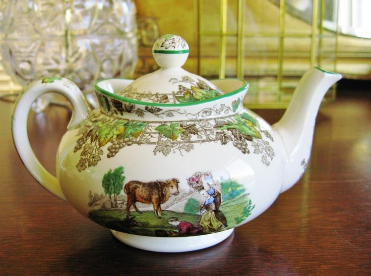 A Vintage Spode Copeland Byron Teapot.