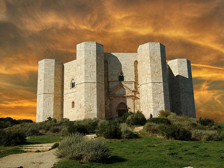 Visit Castel del Monte? Take a guided tour