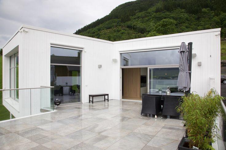 #urbanhus #moderne #funkis #hus #hjem #bolig #arkitektur #terrasse #modern #house #living