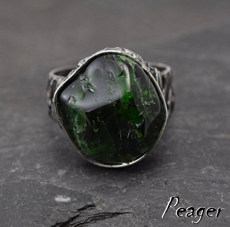 Diopside ring,statement ring,Green stone,healing stone,Chrome Diopside ring,metalwork ring,Valentine's Day,unisex ring,men ring,Adjustable by PeagerFantasyWorld on Etsy