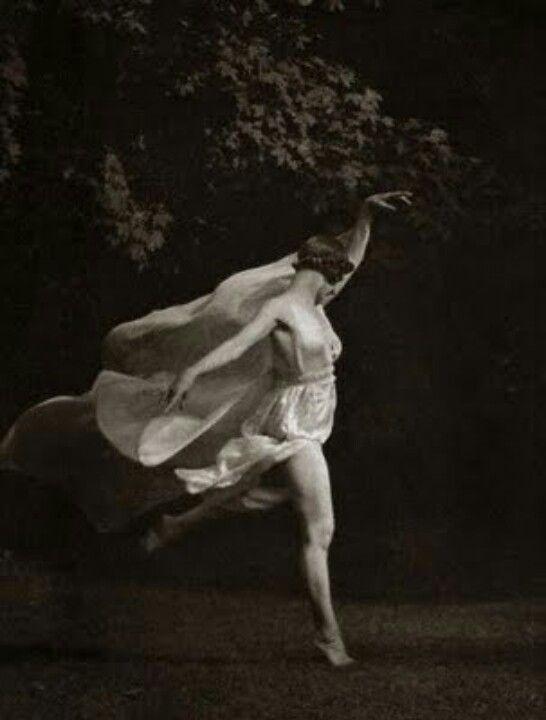 Isadora Duncan. Dancer. Free spirit.