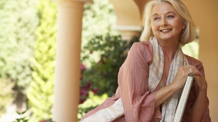 kwart-omzet-online-beautyproducten-oudere-vrouw.jpg (1280×720)