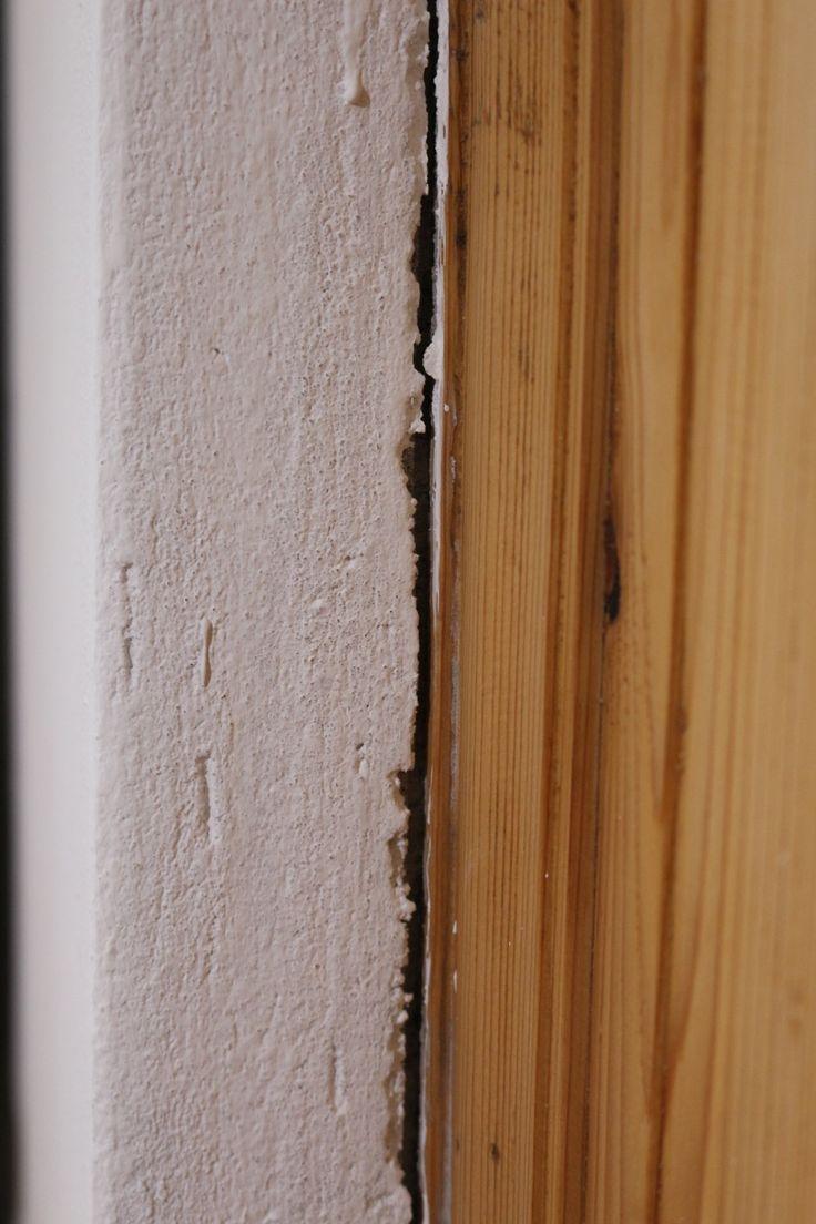 Egy lakásban mindig van javítani való a falon, szög, tipli nyomok, de én most első sorban a repedésekről szeretnék írni. Amikor tavaly szeptemberben beköltöztünk minden szép és frissen meszelt volt, azonban tavaszra egyre több repedés jelent meg a falakon, majdnem mind a fa nyílászárók körül, ami teljesen normális jelenség, hiszen a fa élő anyag, mozog [...]