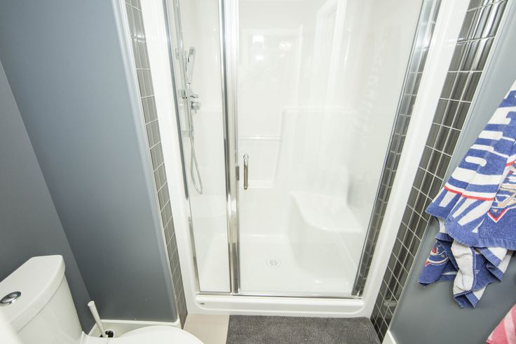 A semi frameless shower door - 6MM glass with D Pull handle clear glass chrome hardware