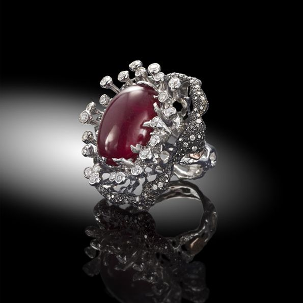 "DUST KREATIONS . Ring ""fiore della passione"" 18kt gold, cabochon ruby, diamonds."