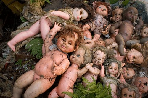Dolls are scary. #Fright Factoryhttps://twitter.com/wunderkamercast/status/522860577774112768/photo/1