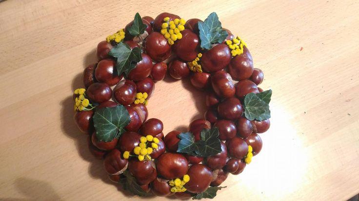 Autumn outside wreath - chestnuts