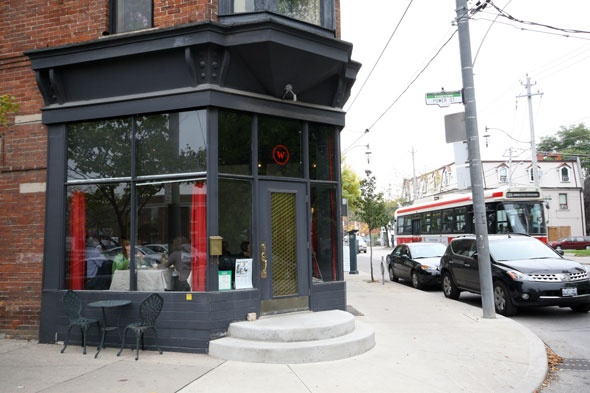 Weezies reminds us of Montreal restaurants in the oh-so-cool Plateau. Comfort food and cozy ambience
