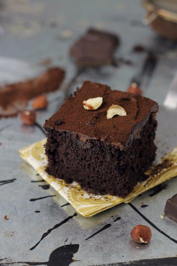 Prajitura rapida cu cacao, o prajitura preparata direct in tava, fara sa mai murdariti alte recipiente. E rapida si delicioasa, cu o textura umeda.