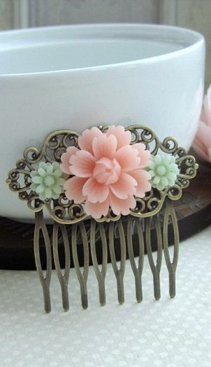 vintage inspired hair clip. love the colors!