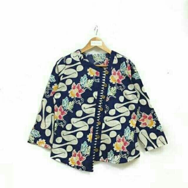 Saya menjual Blouse batik kantoran seharga Rp108.000. Dapatkan produk ini hanya di Shopee! https://shopee.co.id/nurika.batik/215863429 #ShopeeID