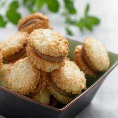 Kokosmakroner med toblerone-creme (Recipe in Danish)