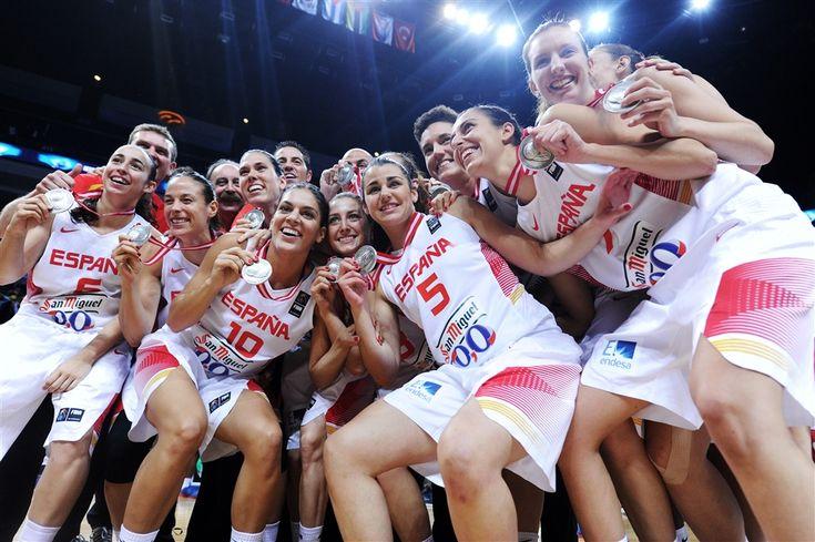 La selección española de baloncesto femenina ha sido premiada en la Gala Nacional del Deporte Seguir a @elecapo87 Seguir a @Basketfem El baloncesto femenino recibe un nuevo reconocimiento, esta vez...