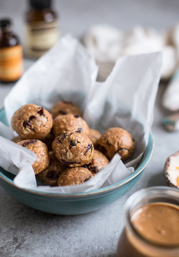 Cranberry Orange Oatmeal Cookie Energy Bites {vegan + gluten-free}: These energy bites are the perfect mid-afternoon snack. They're super simple + healthy!
