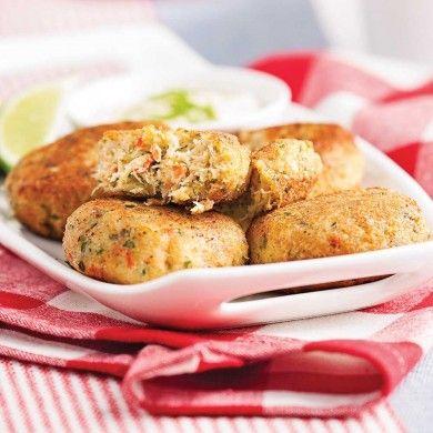 Des croquettes de crabe vite faites! Accompagnez-les d'une mayonnaise légèrement assaisonnée pour un repas encore plus gourmand!