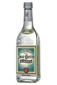 우리는 떼낄라하면 소금과 레몬이랑 같이 먹는 멕시코 술이라는 이미지가 강하다보니, 하나의 종류만 있는 줄 알고 있는 경우가 있습니다. 하지만 우리가 소주에도 상표나 도수별로 종류가 있듯이, 막상 떼낄라를 사러 슈퍼마켓에 가보면 종류와 상표가 많이 있습니다. 저는 술을 좋아하지 않지만, 1800 Añejo를 몇번 먹어봤는데, 목을 넘길때 타들어가는 느낌이 강하면서도, 다른 술에 비하면 부드러운 느낌이 있습니다. 제가..