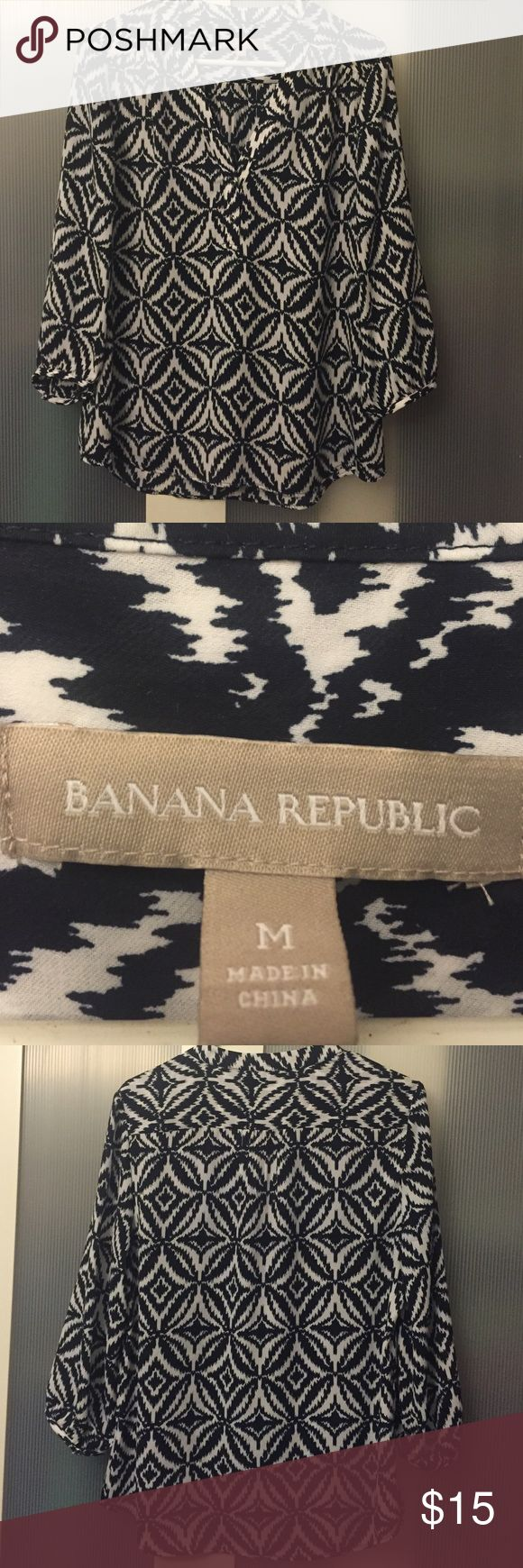 Light weight damask print blouse Polyester material. Light weight. Sleeves are 3/4 length Banana Republic Tops Blouses