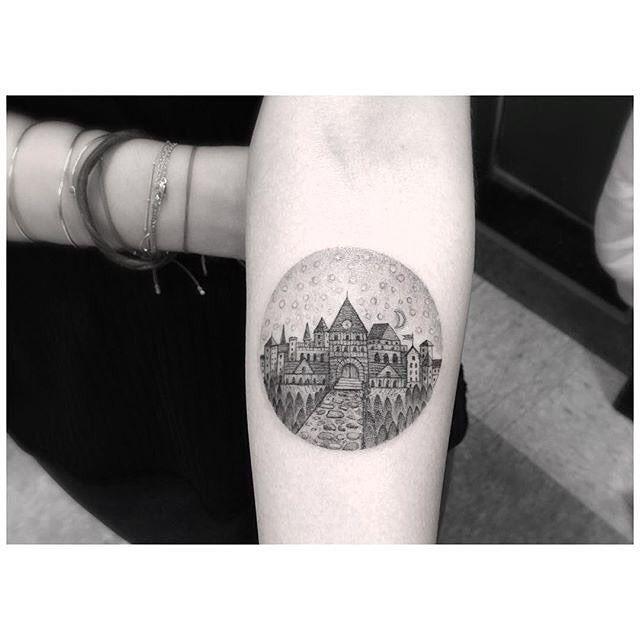 Minimal Hogwarts School tattoo from @dr_woo_ssc More on linesanddots.net #linesanddots