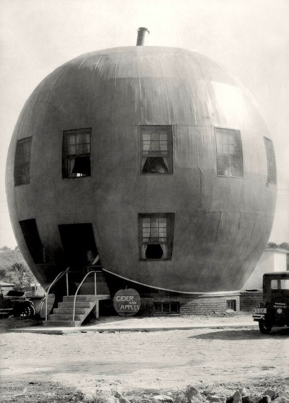 The Big Red Apple Restaurant, near St.Joseph, Missouri, 1926 E.O. Hoppé