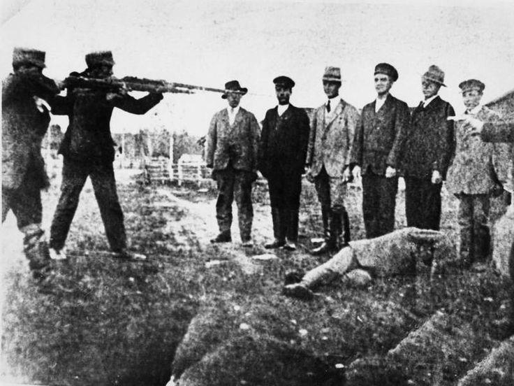 Tästä kuvasta idea syntyi: Punavankien teloituskuva on todennäköisesti lavastettu