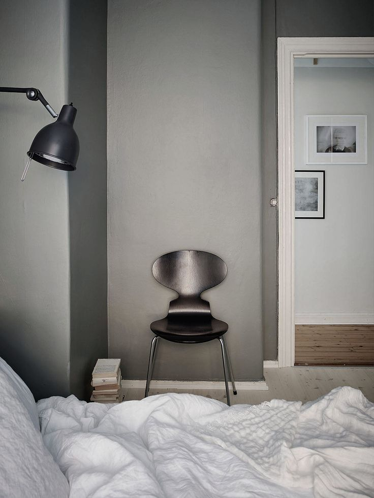A dark grey bedroom - Stil Inspiration