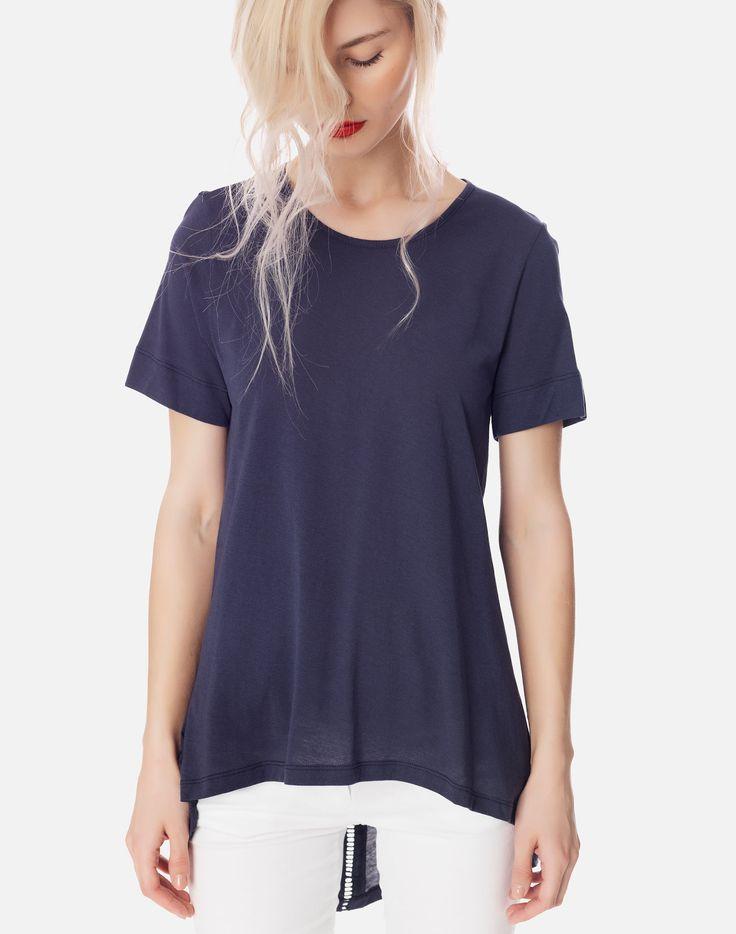 Ασύμμετρη μπλούζα με κουμπιά