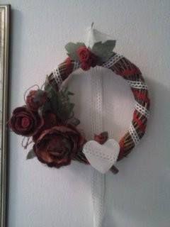 fuori porta natalizio con gessetto profumato ed addobbi in feltro e fiori artificialia
