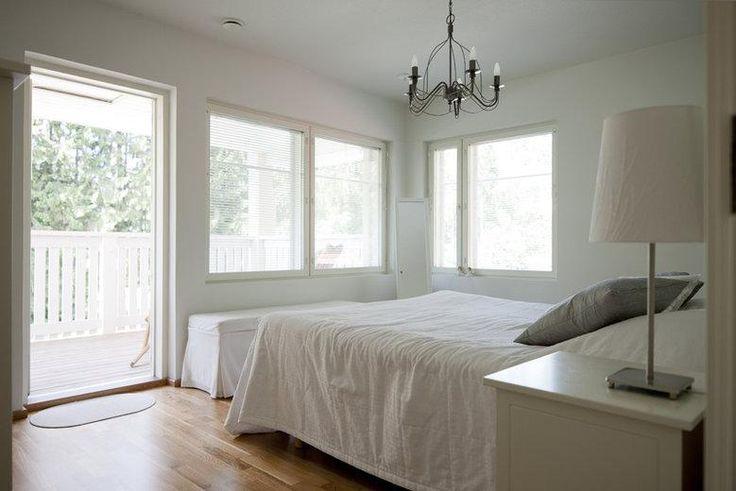 Kivitalot | TaloTalo | Rakentaminen | Remontointi | Sisustaminen | Suunnittelu | Saneeraus #kivitalo #makuuhuone #parveke #stonehouse #bedroom #balcony #talotalo