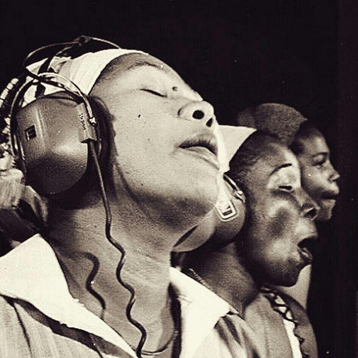 Marcia Griffiths, Nana Rita, Judy Mowatt - Recording - Kingston Jamaica 1980 - Photo Lindsay Oliver Donald.