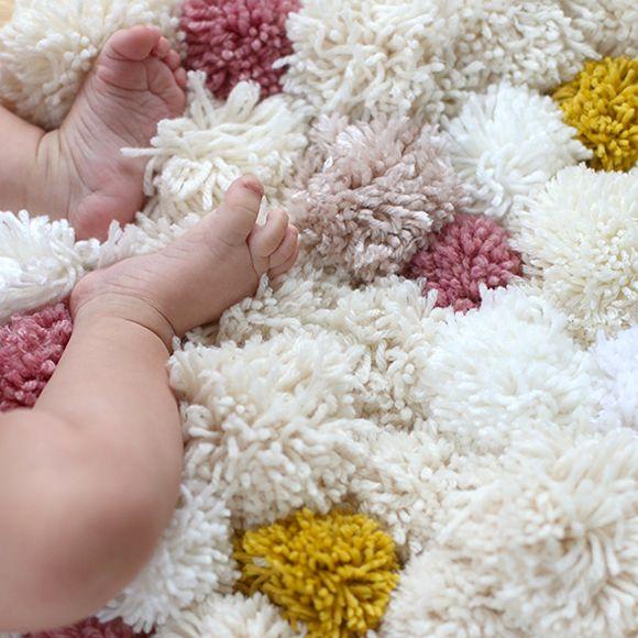 diy tapis pompon id es d co tapis pompon tapis. Black Bedroom Furniture Sets. Home Design Ideas