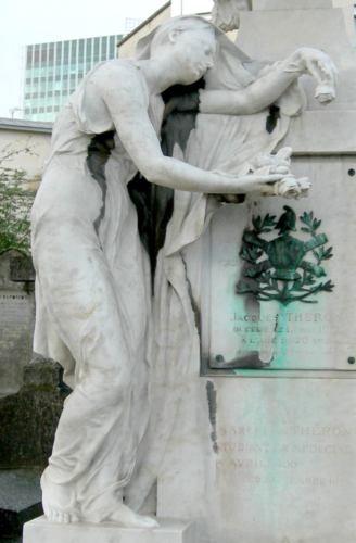 Ernest Dubois : La Douleur ou la Jeunesse répandant des fleurs, cimetière du Montparnasse