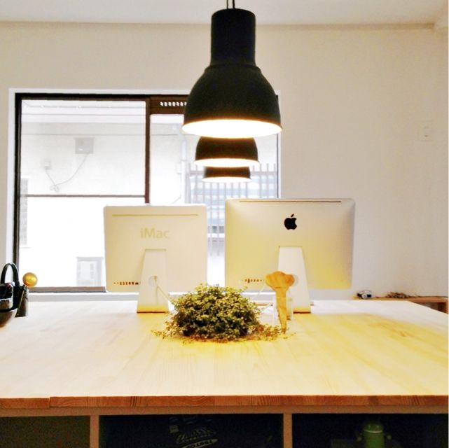Atsushiさんの、同じものを並べたい,Mac,照明,植物,DIY,IKEA,作業台,ワークデスク,PCデスク周り,PCデスク,机,のお部屋写真